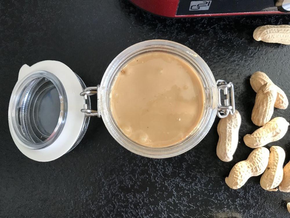 Aksamitnie gładkie masło orzechowe