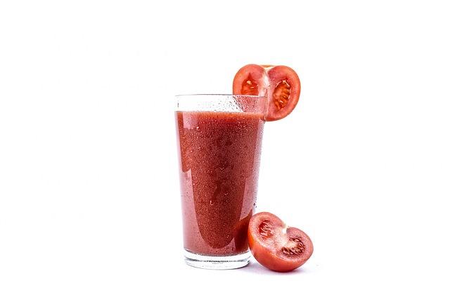 sok z pomidorów z wyciskarki